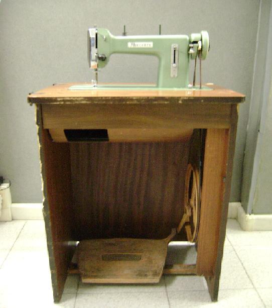 Antica macchina cucire a pedali modello id 138197 for Macchina cucire pedale