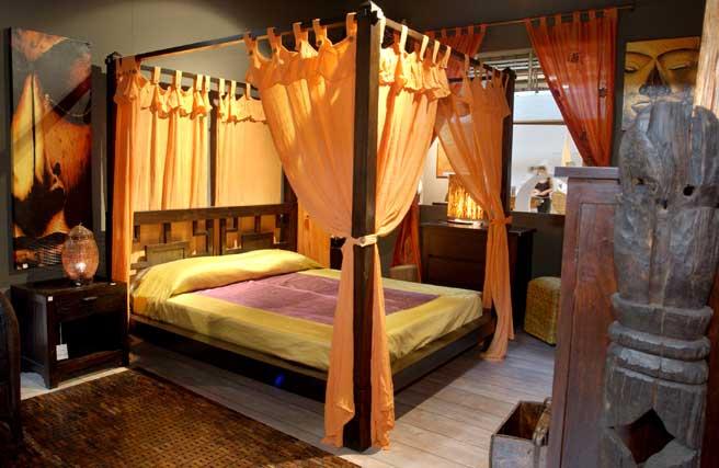 Vendesi camera da letto matrimoniale in stile etnico come nuova così ...