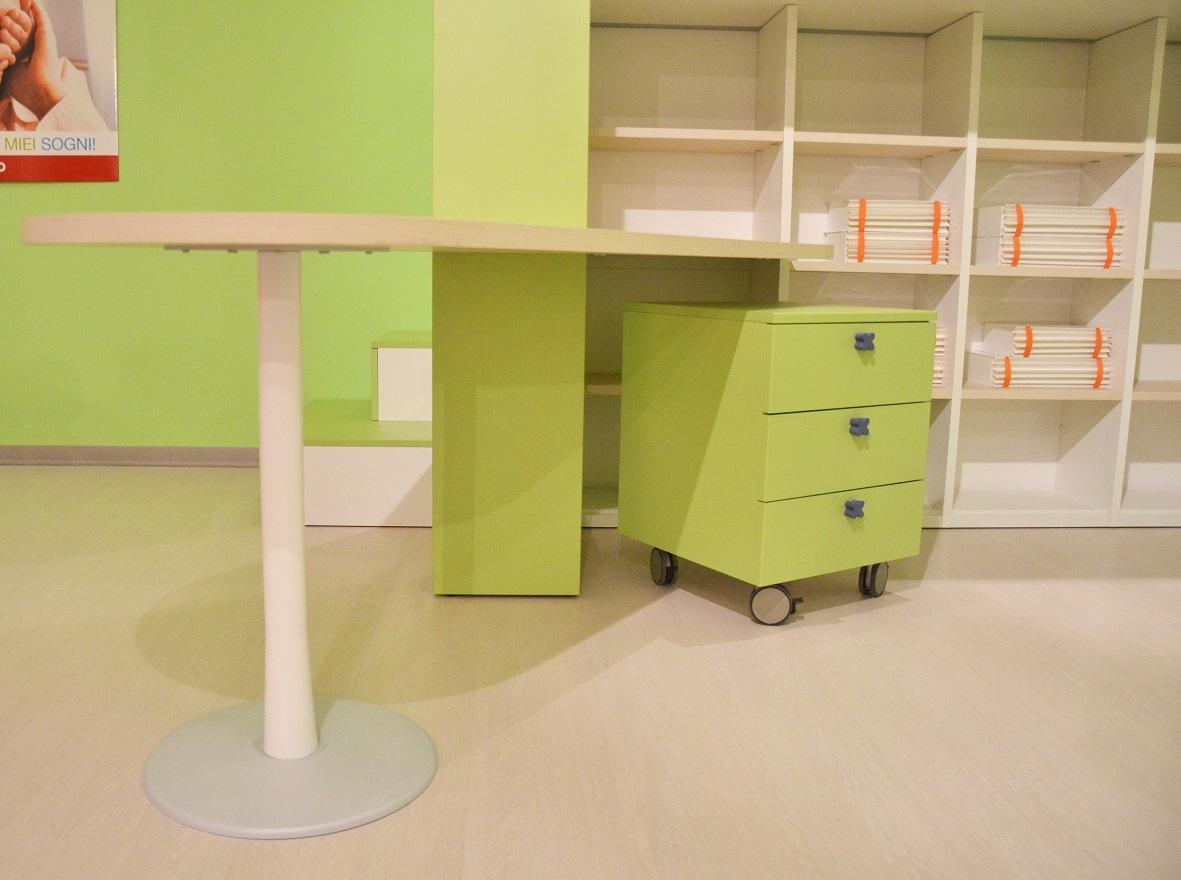 Scrivania Cameretta Verde : Cameretta verde e bianca con scrivania id 176345 dbannunci.it