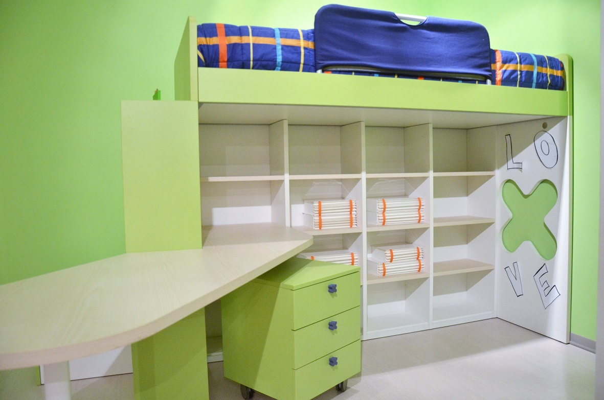 Scrivania Cameretta Verde : Cameretta verde e bianca con scrivania id dbannunci