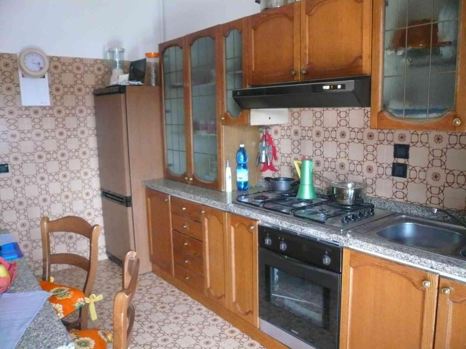 Appartamento di grandi dimensioni id 197028 for Grandi pavimenti del garage