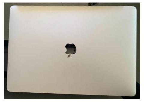 "MacBook Pro 15 ""2018 (i9 / 32 GB / 500 GB)"