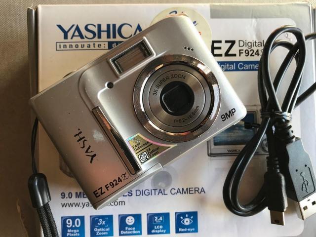 Macchina fotografica digitale Yashica Ez F924 - 3/5