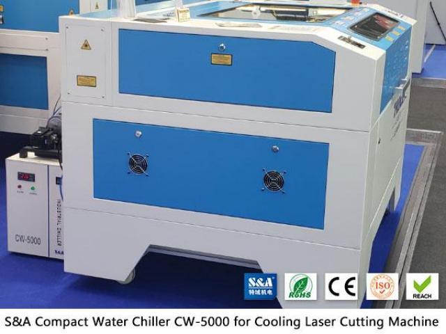 Piccolo refrigeratore d'acqua CW5000 per taglierina con incisione laser CO2 - 1/2