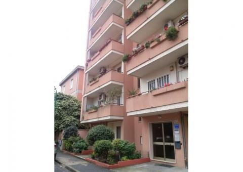 Oristano comodo appartamento centrale Giardini di Viale Repubblica con posto auto coperto, privato.