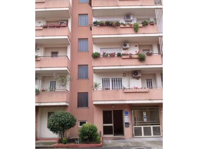 Oristano comodo appartamento centrale Giardini di Viale Repubblica con posto auto coperto, privato. - 2/7