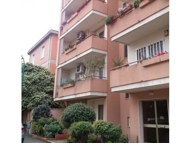 Oristano comodo appartamento centrale Giardini di Viale Repubblica con posto auto coperto, privato. - 5/7