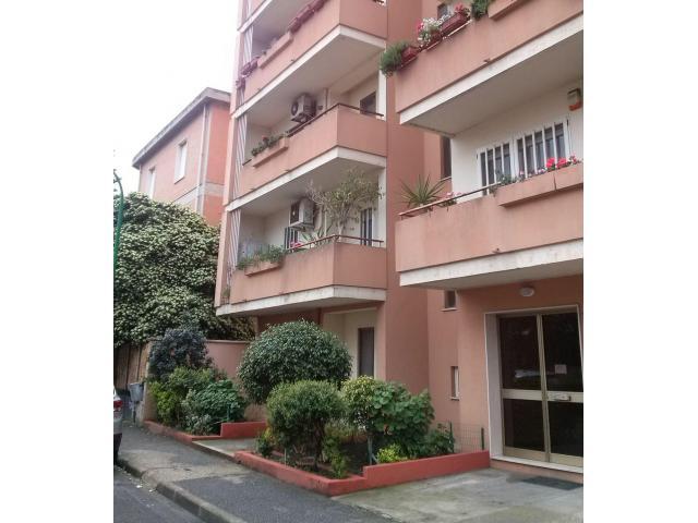 Oristano comodo appartamento centrale Giardini di Viale Repubblica con posto auto coperto, privato. - 6/7